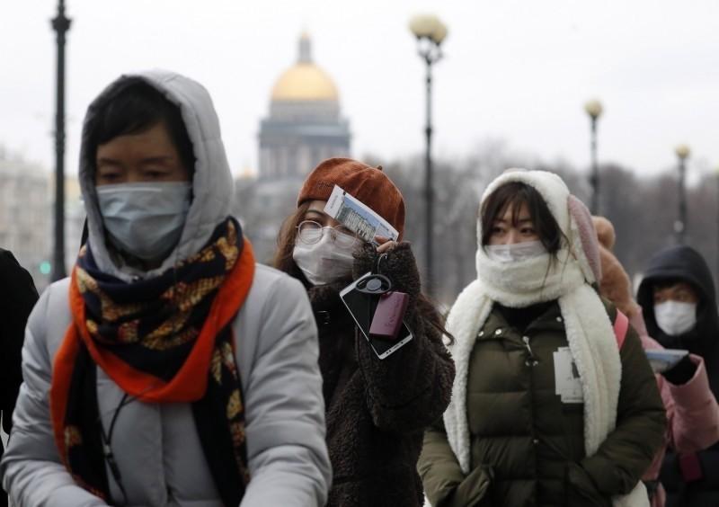 武漢肺炎疫情延燒,俄羅斯對中國人採取嚴厲的防疫措施。圖為在俄羅斯的中國遊客。(歐新社資料照)