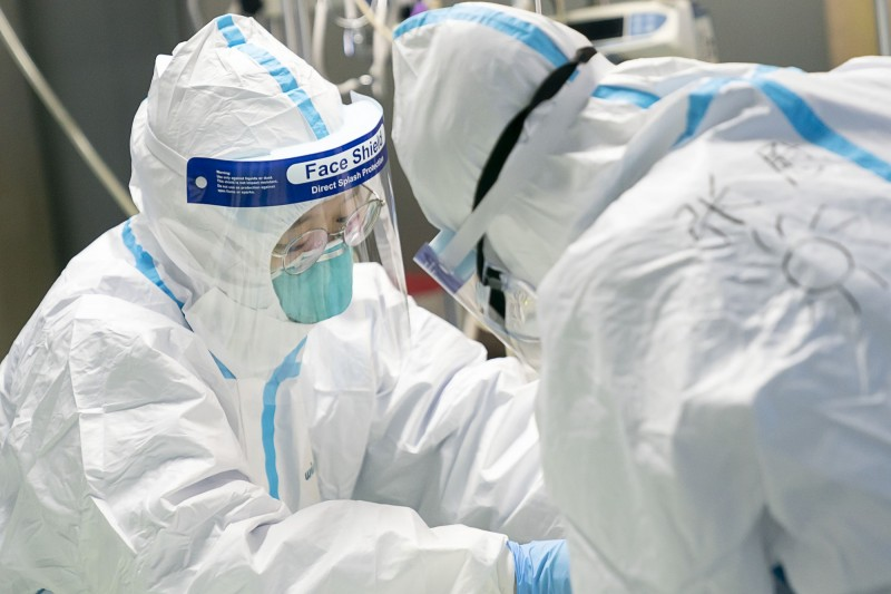 中國目前已經完成11例肺炎患者遺體解剖。(美聯社)