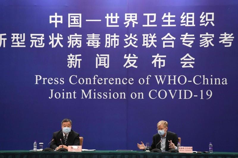 中國衛生部與WHO專家團2月24日在北京舉行武漢疫情記者會。(法新社)