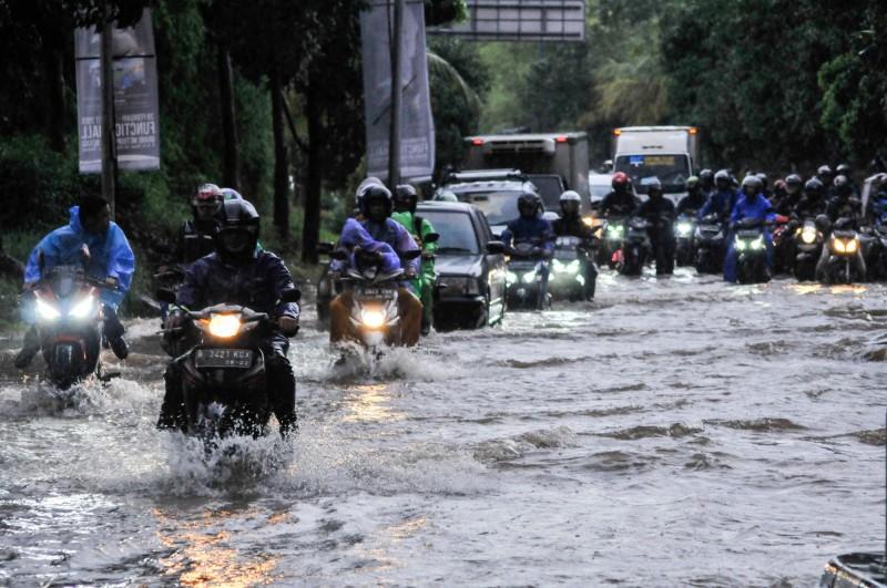印尼雅加達再傳洪災,多數道路已封閉。(路透)