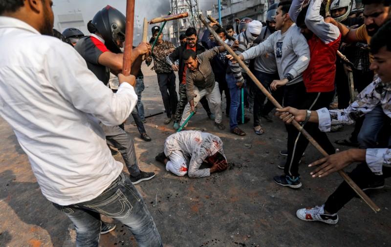 印度新德里昨日爆發示威衝突,造成至少一人死亡數十人受傷。(路透)