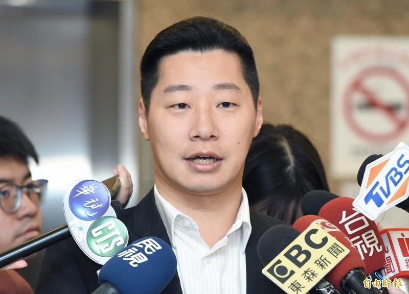 無黨籍立委林昶佐(見圖)今天表示,相信國民黨已經聽到台灣人民對於國家安全的堅定態度,以及對吳斯懷國家忠誠度的疑慮,但他提到,國民黨處理的方式不是黨內討論,而是推給籤運,令人哭笑不得。(資料照,記者廖振輝攝)