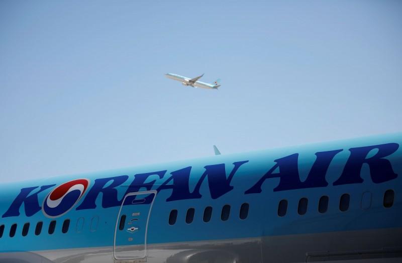 中國武漢肺炎疫情近日在南韓蔓延,導致人心惶惶。有媒體今報導,大韓航空1名機組人員傳出冠狀病毒檢測陽性。示意圖。(路透)
