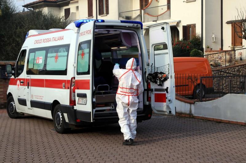 義大利總理孔蒂表示,武漢肺炎疫情爆發的原因在於當地醫院沒有按照既定流程處理患者,造成群聚感染。(歐新社)