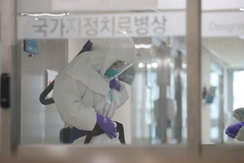中國武漢肺炎疫情近日在南韓大爆發。示意圖。(路透)