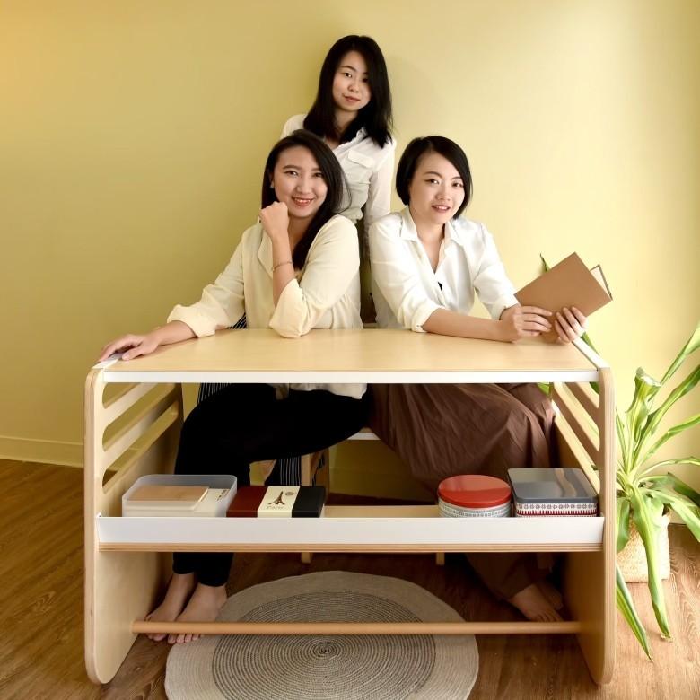獲青年署創業計畫協助的「走走家具」,3位創辦人黃璟平、宋倍儀、陳姿廷(左起)均是雲科大畢業生,近日成功募資729萬元打造永續兒童家具。(青年署提供)