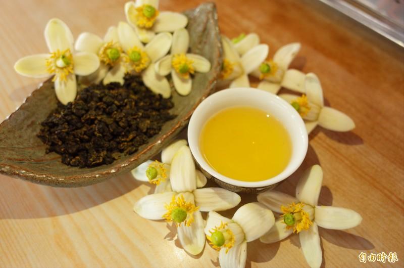 花蓮瑞穗鄉舞鶴台地最近是柚花茶的季節。(記者花孟璟攝)