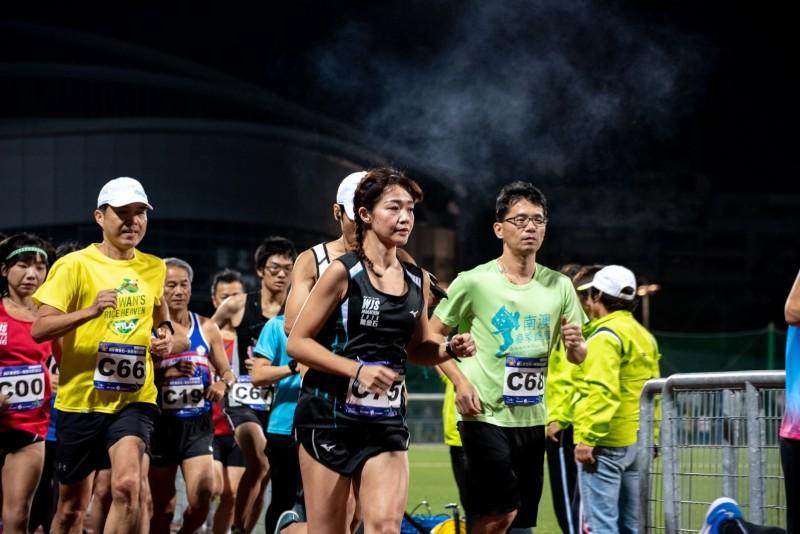 新北市政府表示,考量武漢肺炎疫情嚴峻,今年萬金石馬拉松確定取消。圖為萬金石馬拉松的暖身活動。(體育處提供)