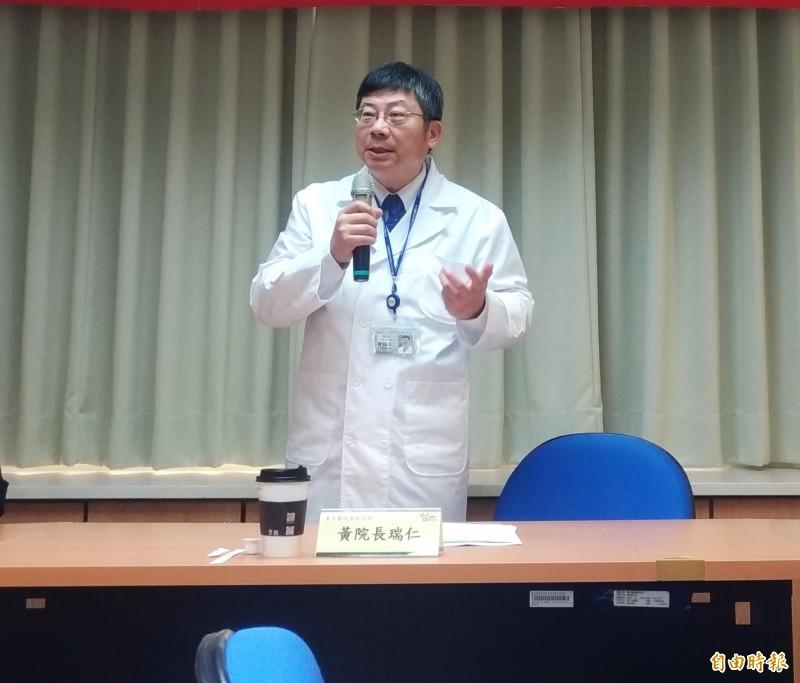 台大雲林分院院長黃瑞仁表示,避免群眾聚集是防疫期間最重要,若遶境活動中有超級感染源出現怎麼辦?希望中央能禁止這樣大型的聚會活動。(資料照)