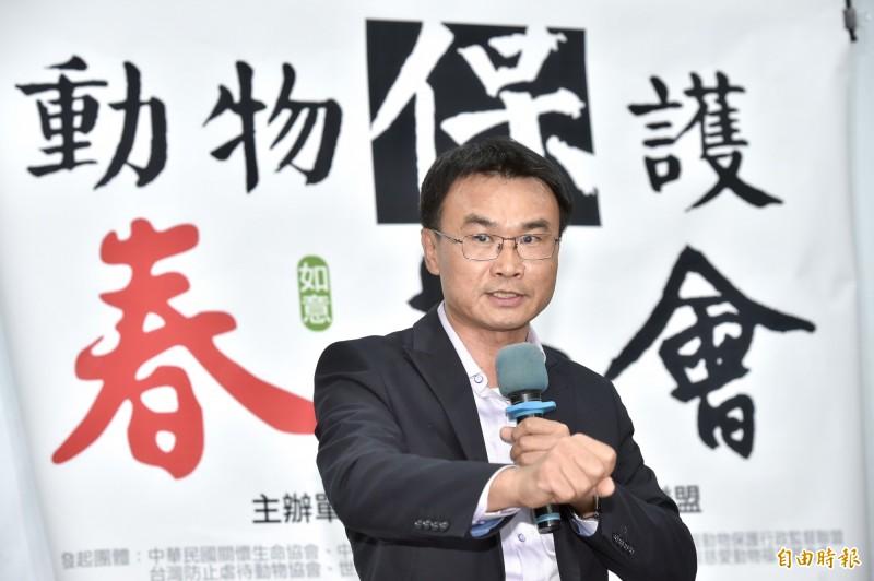 農委會主委陳吉仲(見圖)今26日出席「動物保護春茶會」時透露,總統蔡英文對動物保護議題追得很緊,農委會每個月都要提交進度報告。(記者塗建榮攝)