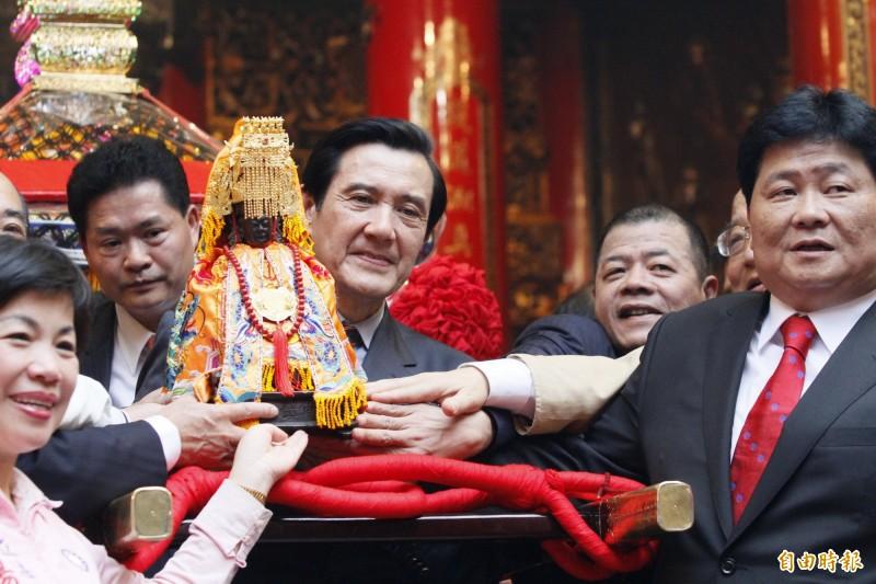大甲媽祖遶境為台灣宗教民俗的年度盛事,今年因中國武漢肺炎疫情引發爭議。(資料照)
