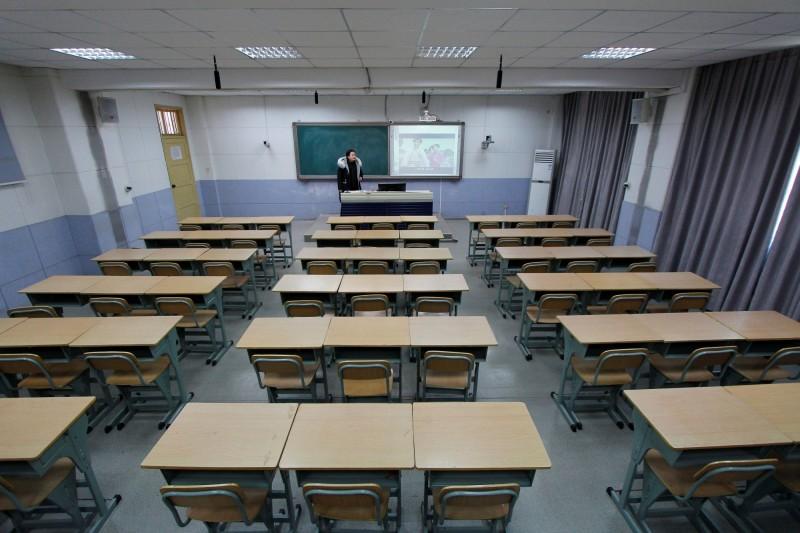 中共中央應對新冠(武漢)肺炎疫情工作領導小組今天開會決定,中國全境大、中、小學及幼兒園的開學時間「原則上繼續推遲」。(路透)