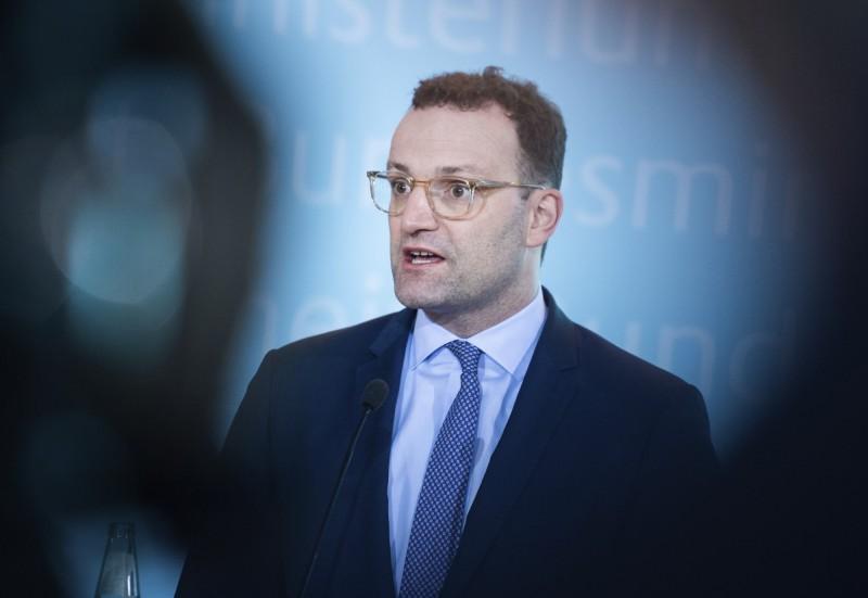 德國衛生部長延斯·斯帕恩(Jens Spahn),26日在柏林發表聲明,承認武漢肺炎疫情正在德國境內流行,稱部分感染鏈無法追蹤。另外德國軍方也在同日證實德國西南部州的1位德國士兵被確診為武漢肺炎。(美聯社)