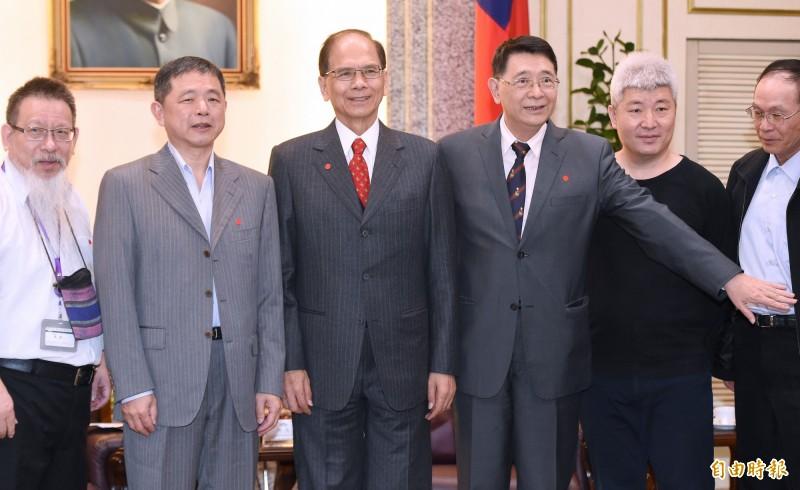 立法院長游錫堃(左3)27日接見台灣陪審團協會創會理事長鄭文龍(左2)一行。(記者廖振輝攝)