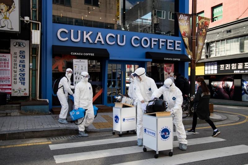 中國武漢肺炎在南韓大爆發,根據《韓聯社》報導,南韓下午再增171例確診,加上早上新增的334例,單日已暴增505例。目前南韓全國累計1766例確診。(彭博)