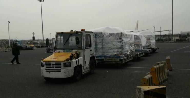 中國緊急從歐洲購買16台葉克膜,在昨日運抵武漢,引發中國網友譁然。(圖取自中國民航局)