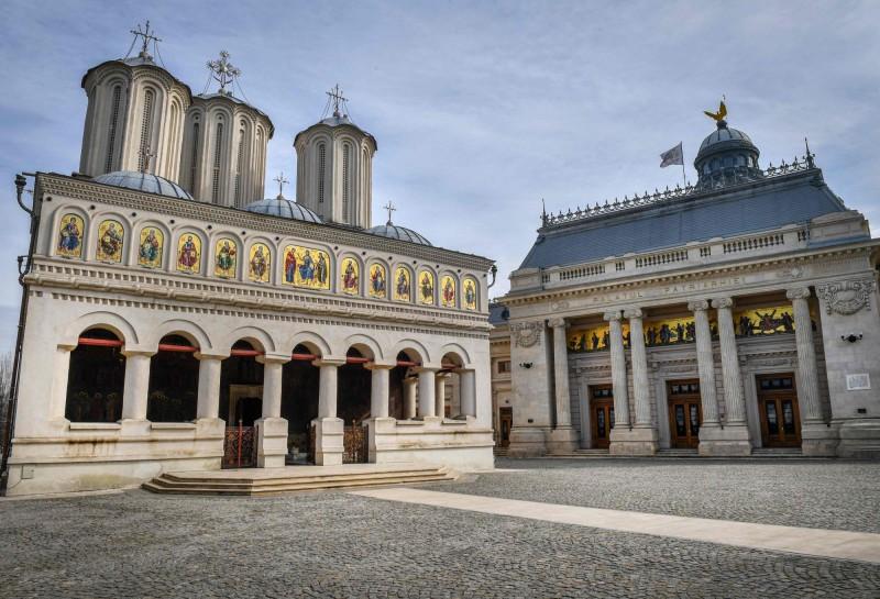羅馬尼亞出現首例後教堂隨即展開防疫措施。(法新社)