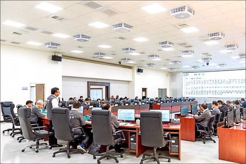 桃園市政府防疫專案會議在消防局舉行。(記者周敏鴻攝)