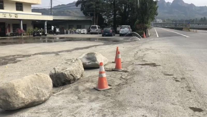 事故發生地點在草屯鎮台14線中潭公路26.8公里處,即在炎峰橋頭附近。(記者佟振國翻攝)