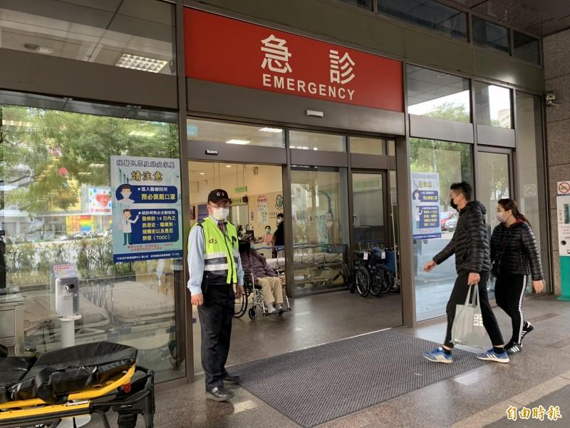 中國附醫今天公告禁止病房訪客探病。(記者蔡淑媛攝)