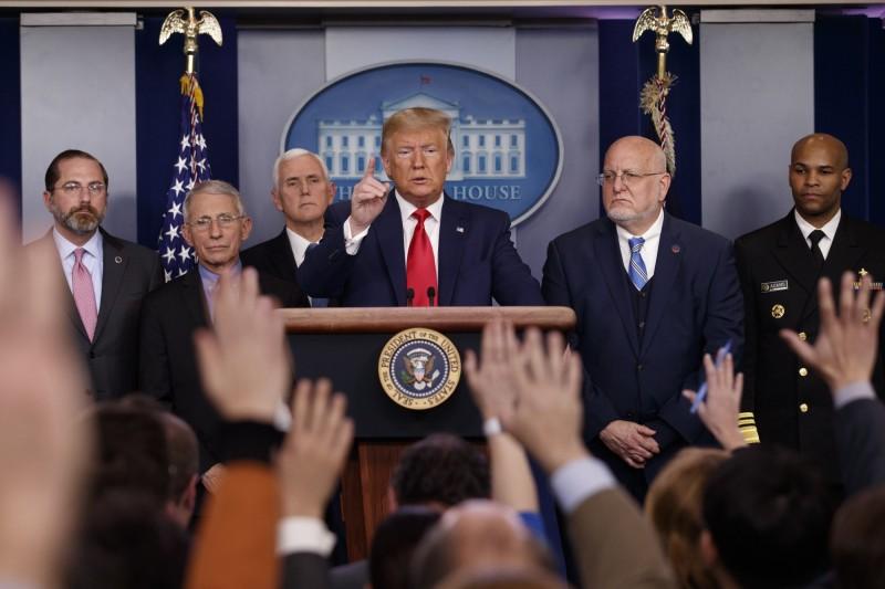 川普在白宮記者會表示,考慮關閉美墨邊界。(美聯社)