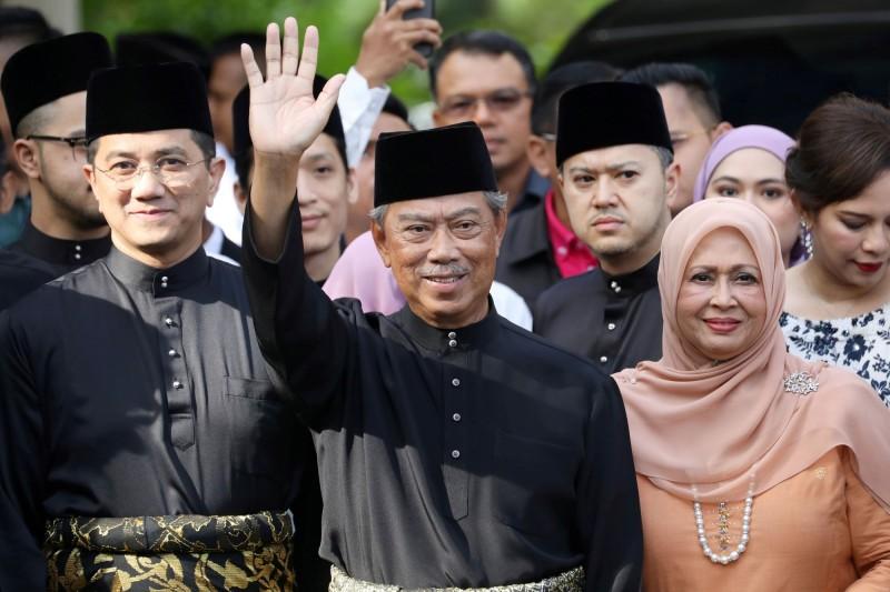 馬來西亞前內政部長慕尤丁今早前往王宮,在最高元首蘇丹阿布都拉前宣誓就職,成為大馬第8任首相。(路透)
