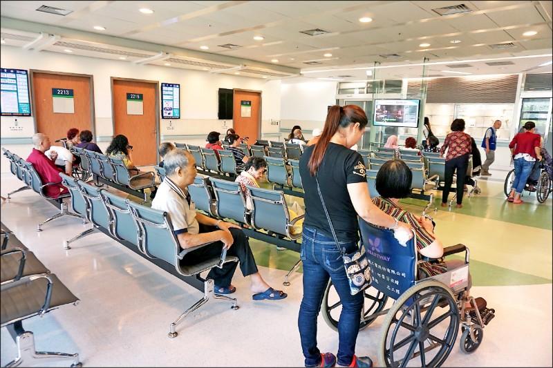 武漢肺炎疫情蔓延,使得「中國籍使用健保資格」成為輿論關注的焦點,立院民進黨團表示,政策應該重新調整。 (資料照)