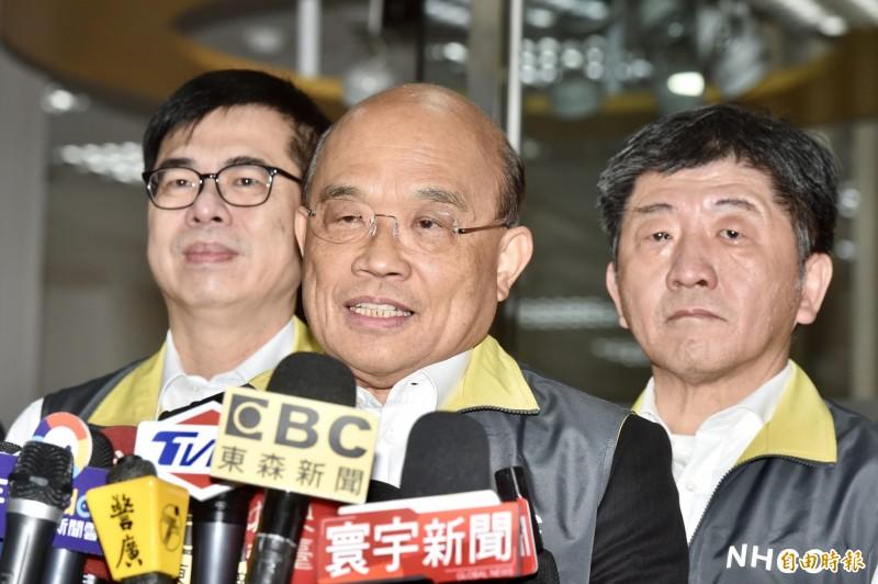 行政院長蘇貞昌(中)今2日到疾管署聽取防疫報告。(記者塗建榮攝)