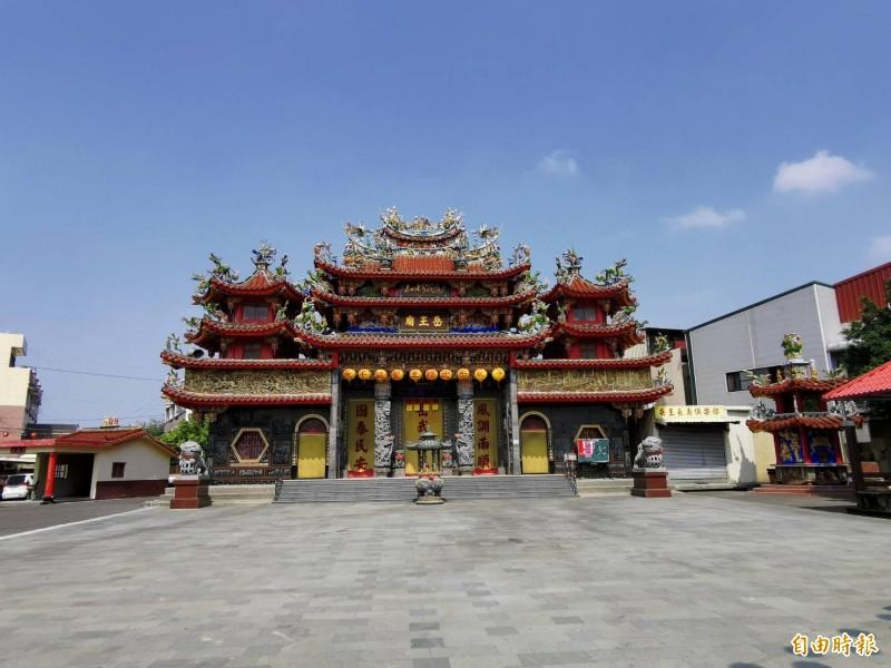 台南仁德岳王廟因疫情而停辦祭典。(記者吳俊鋒攝)