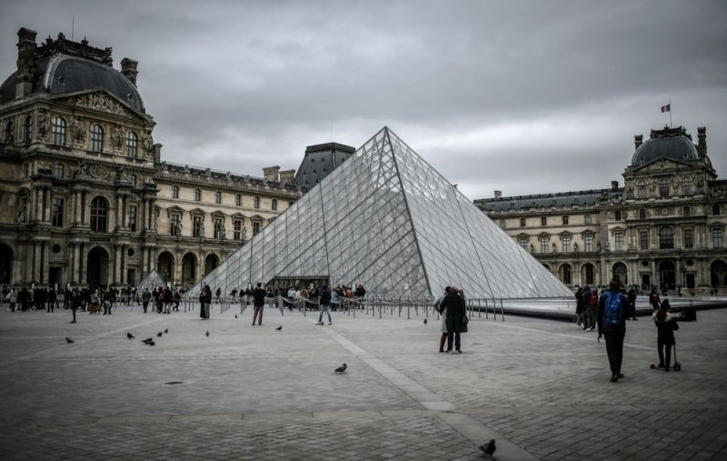武漢肺炎蔓延法國,巴黎羅浮宮閉館。(法新社)
