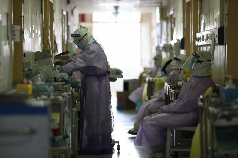 中國武漢爆發的新型冠狀病毒疾病(COVID-19,下稱武漢肺炎)疫情持續延燒,根據中國網站對確診病例的最新即時統計,中國(不含香港、澳門)已達80026例確診,死亡2912例。(歐新社)