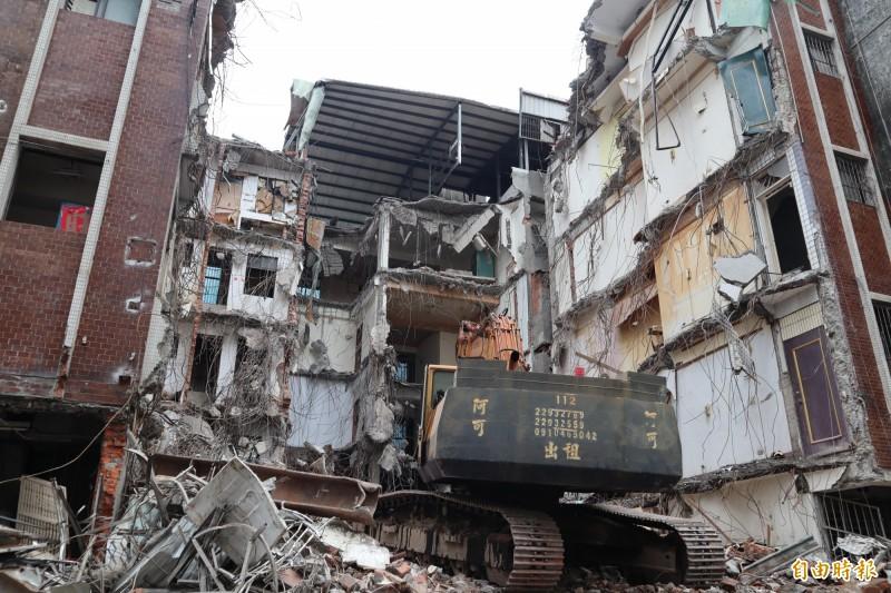 新北市蘆洲區中山一路的海砂屋社區今年2月拆除。(記者周湘芸攝)