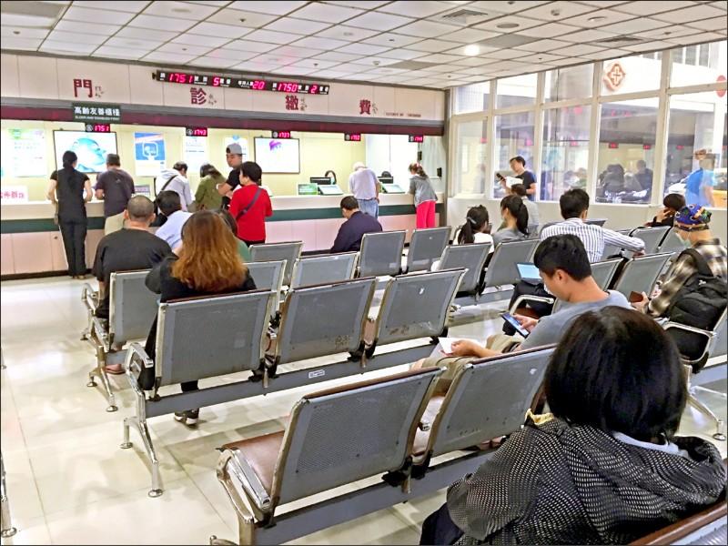 武漢肺炎疫情蔓延,中國籍人士享有健保資源議題引發討論。(資料照)