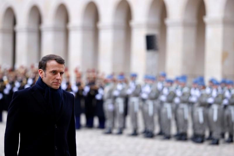 法國武漢肺炎疫情嚴峻,總統馬克宏停掉所有與疫情無關的活動,專心抗疫。(法新社)