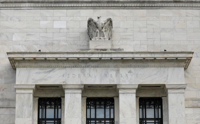 美國聯準會(Fed)3日緊急宣布,聯邦基金利率降息2碼。(路透)