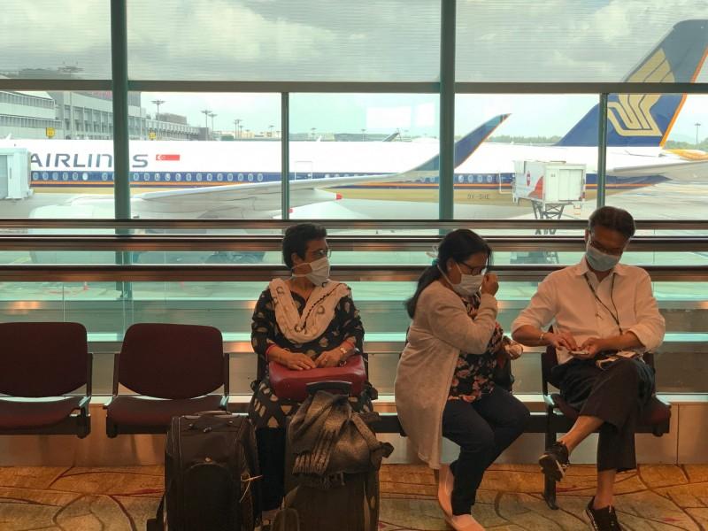 新加坡擴大旅行禁令,過去14天去過伊朗、義大利北部和南韓的外國旅客,明午夜起禁止入境或過境。(法新社)