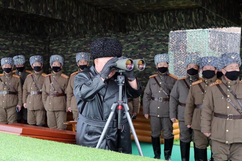 目前傳出在北韓政府暗中主導下,已成功將南韓高品質的口罩透過中國走私進來,專門供給軍隊使用。(法新社)