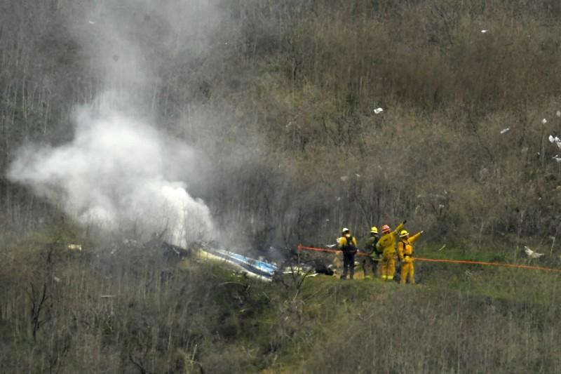 美國籃壇巨星布萊恩(Kobe Bryant)1月底與女兒吉安娜(Gianna Bryant)雙雙殞命,警方遭控洩漏直升機事故現場照片。對此,洛杉磯郡警長維拉紐瓦(Alex Villanueva)今(3)日指出,這「沒有違反任何規定」,但已查出拍照的8名員警,並要求刪除相關照片。(美聯社)