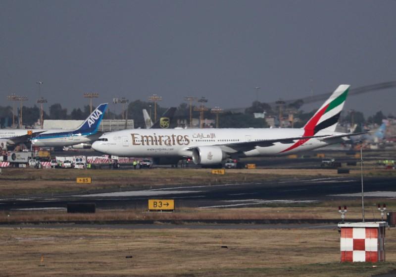 阿聯酋航空(Emirates)營運長在今天的聲明中指出,已開放其員工申請最長1個月的「無薪假」,並以1次為限。(路透)