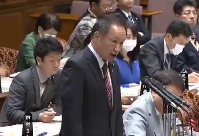 日本自民黨議員山田弘質詢時指出,新病毒發展於中國,「請容我稱之為武漢肺炎,新型冠狀病毒這個講法讓人搞不懂起源在哪」。(擷取自推特)
