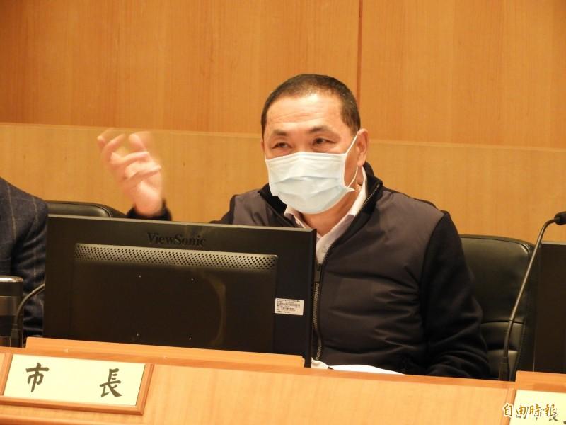 新北市長侯友宜表示,大型活動一律停辦,如果要辦理必須報備市府同意。(記者賴筱桐攝)