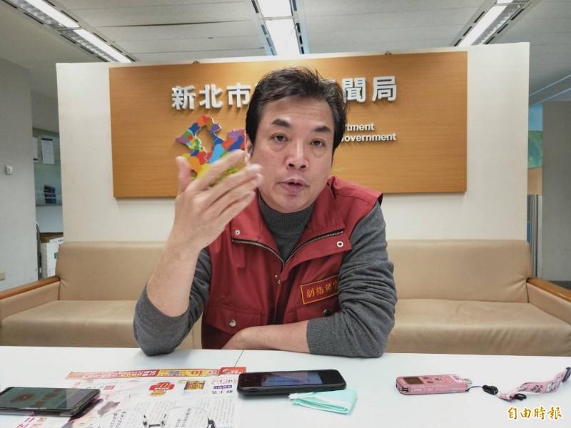 新北市政府副秘書長劉和然說明,萬一市府大樓有員工確診的整備應變計畫。(記者賴筱桐攝)