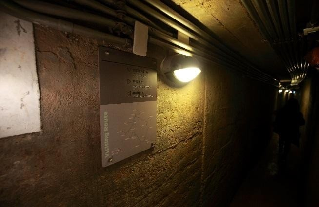 閉鎖陣地全長七百多公尺,加裝燈光指引遊客路線。(澎湖縣政府旅遊處提供)