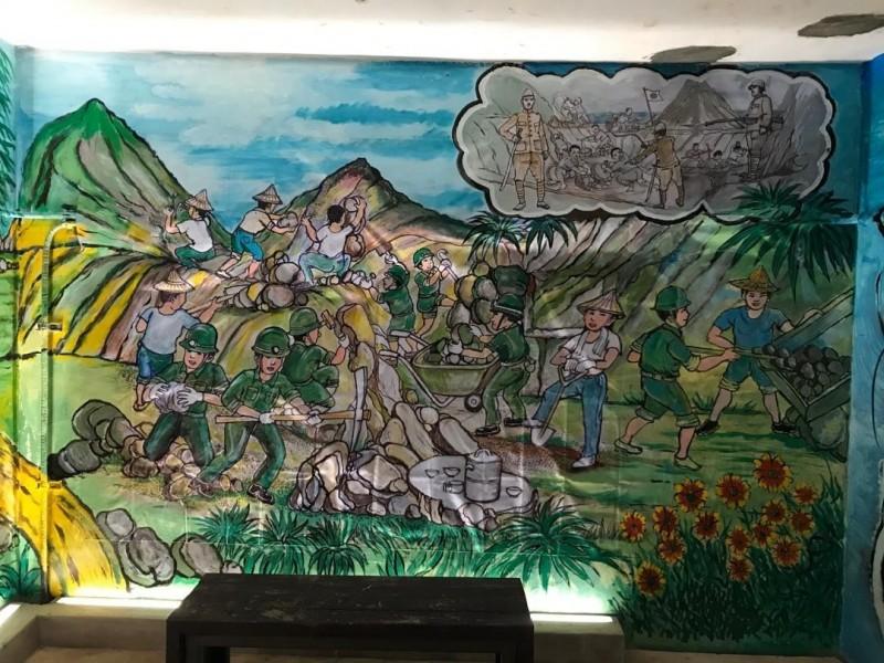 坑道內增加軍事壁畫,增添濃厚軍事氣氛。(澎湖縣政府旅遊處提供)