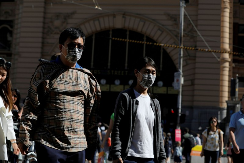 澳洲今天新增2例武漢肺炎確診病例,分別為南澳(South Australia)1名40歲女性患者及昆士蘭州(Queensland)1名26歲男性患者,2人皆從伊朗返回,圖中人物非當事人。(路透)