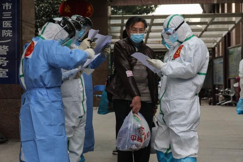 中國武漢爆發的新型冠狀病毒疾病(COVID-19,下稱武漢肺炎)疫情持續延燒,根據中國網站對確診病例的最新即時統計,中國(不含香港、澳門)已達80411例確診,死亡3013例。(法新社)
