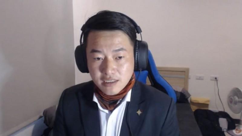 陳柏惟(見圖)今(5)日在臉書直播,針對中國籍人士享用健保問題怒嗆,國民黨從頭到尾都沒有表態要怎麼修,甚至有不少人藉由罵他來增加知名度。(圖擷取自陳柏惟臉書)