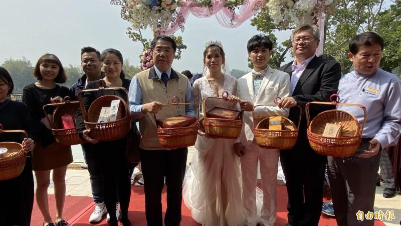 台南市觀光旅遊局結合婚紗產業、旅宿業與景點推出2020愛你愛妳戶外婚禮,前10名送志玲版12禮。(記者楊金城攝)