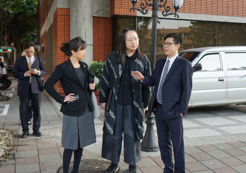 行政院副院長陳其邁研議口罩實名制2.0,將讓民眾更便利取得口罩。(圖取自陳其邁臉書)