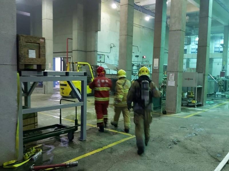 國家中山科學研究院大樹院區傳出爆炸,造成4人受傷,警消前往搶救。(記者洪臣宏翻攝)